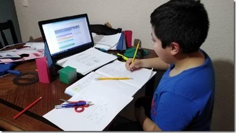 Alumno en Internet - Foto El Vigia